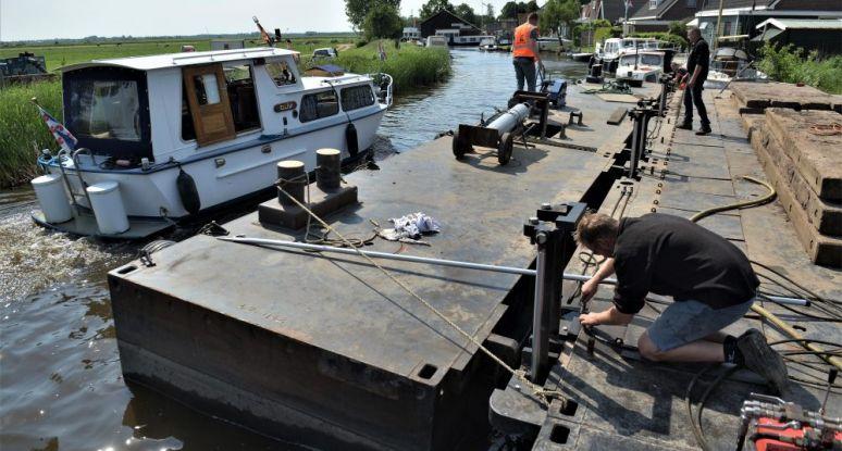 Coupling system modular pontoon Baars