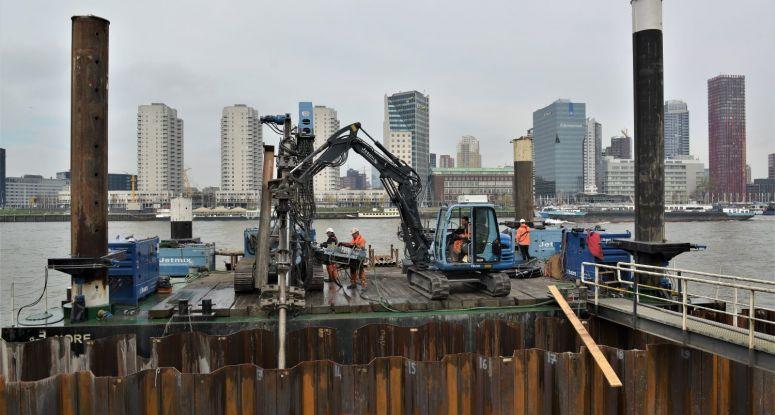 Jack-up platform Rotterdam Maaskade