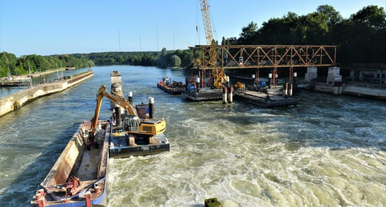Jack-up Seine modular pontoons Baars Sliedrecht