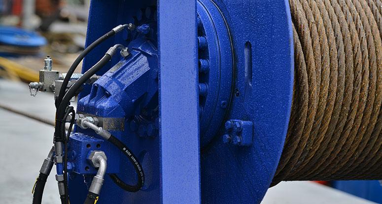 Winch hydraulic deck equipment floating platform