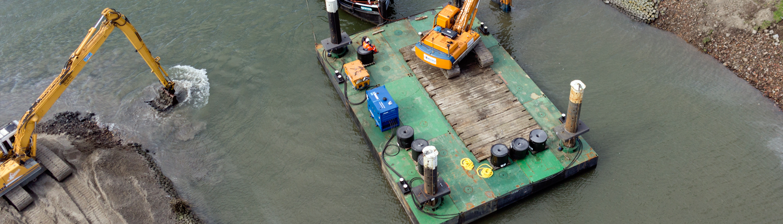 ponton Baars met draglineschotten