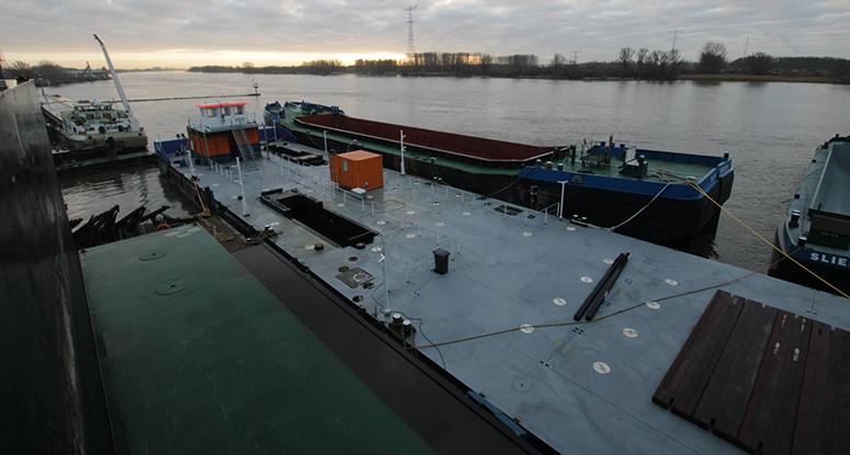 Modular pontoon Titaan under construction Baars Sliedrecht