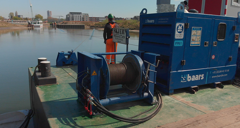 mooring system for barges