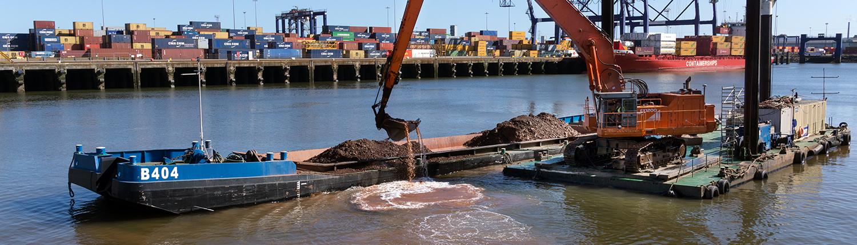 dredging-pontoon-with-walking-spudleg-baars