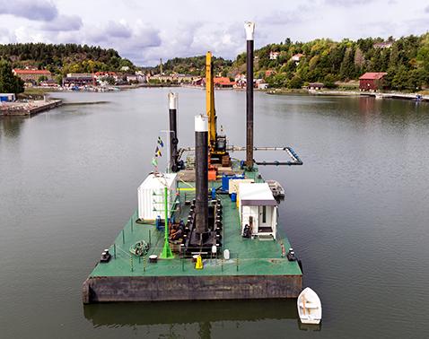 dredging pontoon with walking spudlegs Baars