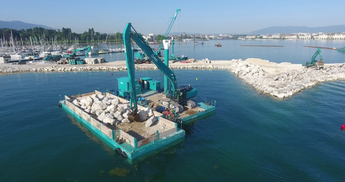 shuttle pontoon and dredging pontoon