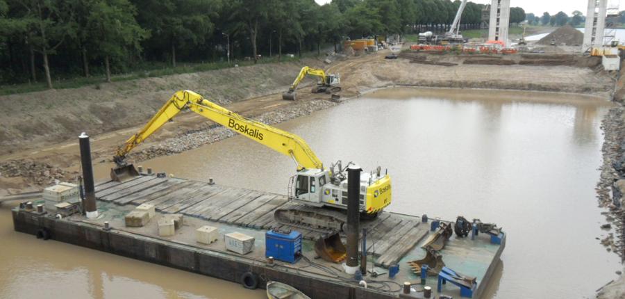 Mono pontoon for dredging