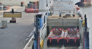 splithoppers transport via semi submersible vessel